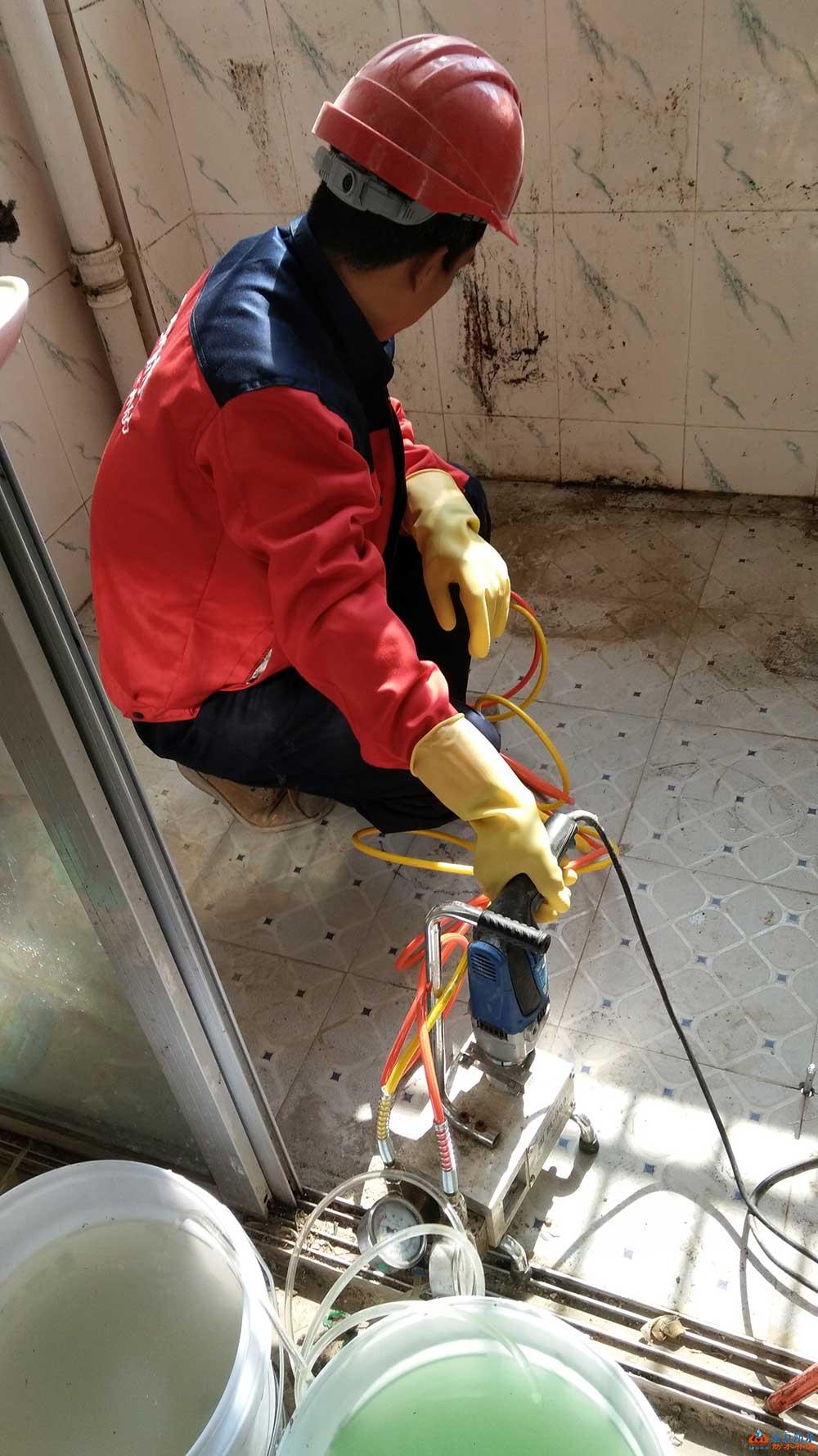 衛生間不砸磚修漏水